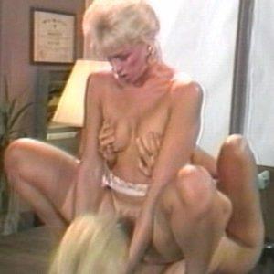Две страстные блондинки лесбияночки