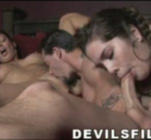 Оральный секс с молодой и зрелой красавицами