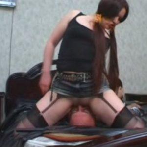 Опытная русская госпожа и её лизун