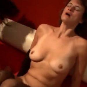 Сильный оргазм во время групповухи