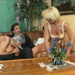 Страстные немецкие бабушки любят ебаться
