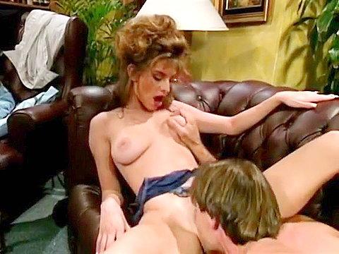 Страстная Никки в ретро секс сцене