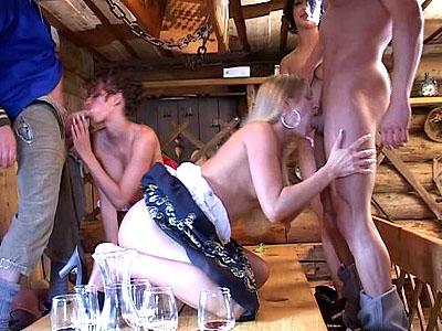 Немецкая групповуха в сельской таверне