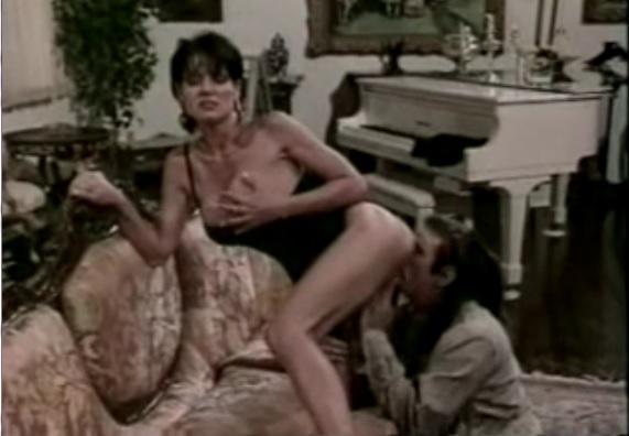 Вульгарная и сексуальная Джинна Файн