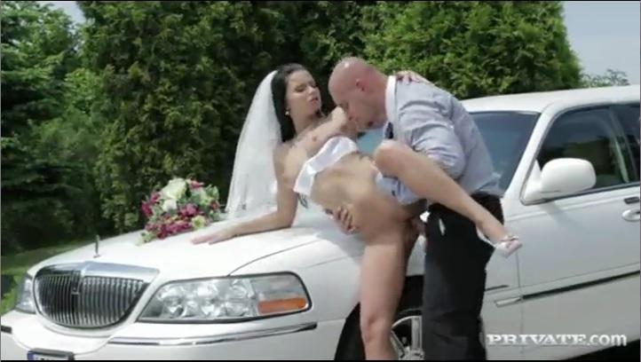 Развратная невеста соблазнила водителя