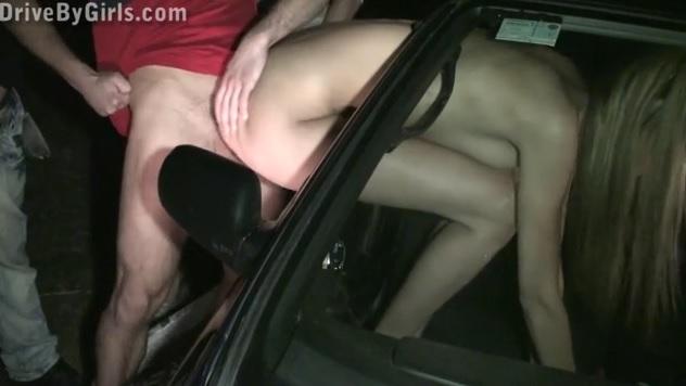 Подставила пизду в окно машины для всех желающих