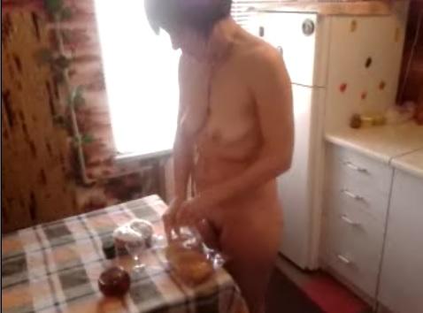 Моя жена на кухне голышом